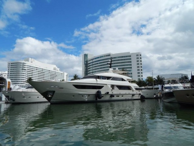 Progressive-Insurance-Miami-International-Boat-Show-2014-665x498