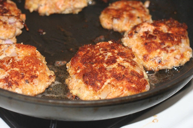 salmon-burgers-frying-up